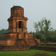 Индонезия, Суматра, Паданг Лавас, храмовый комплекс — бияро Бахал I
