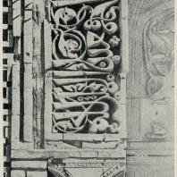 Табл. V. Рис. 7. Киргизстан. Узгент. Северный мавзолей 1152/53 г. Деталь арки (резная терракота)